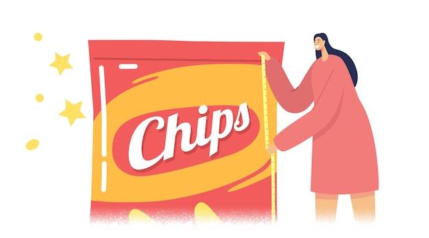 Drobna postać kobieca mierząca ogromny pakiet chipsów z taśmą, kobieta prezentująca sztuczki marketingowe z fałszywym opakowaniem produktu z mniejszą ilością przekąsek w środku niż w zwykłym opakowaniu. ilustracja kreskówka wektor