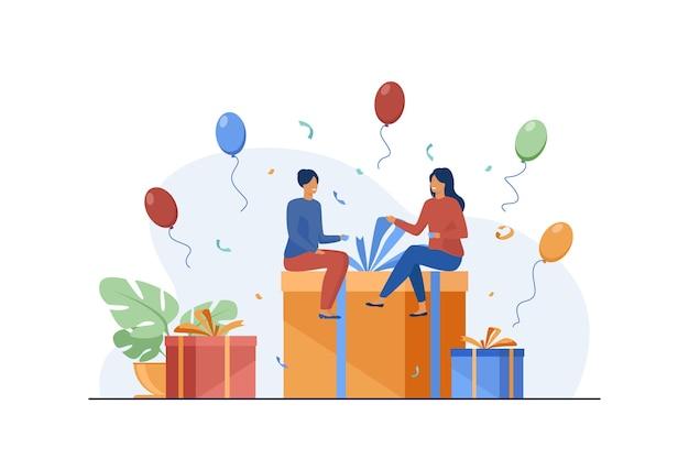 Drobni ludzie siedzący na pudełku prezentowym. balon, zabawa, płaska ilustracja urodzinowa.
