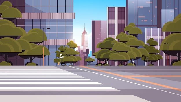 Droga pusta ulica z przejściem dla pieszych budynki miejskie panoramę nowoczesnej architektury pejzaż miejski