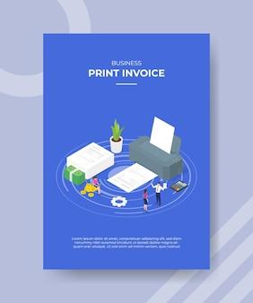Drukuj koncepcję faktury ludzie wokół dużego kalkulatora papierowego maszyny drukarskiej