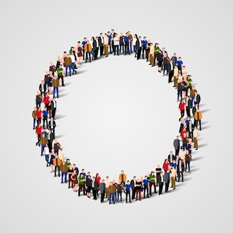 Duża grupa ludzi w kształcie koła
