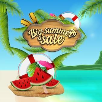 Duża letnia sprzedaż, baner internetowy z drewnianym znakiem, piękny pejzaż morski