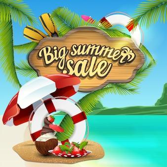 Duża letnia wyprzedaż, baner internetowy z drewnianym znakiem z dekoracją morską