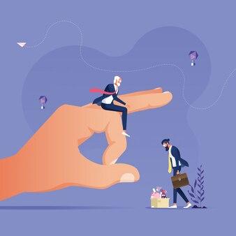Duża ręka daje przestawienie biznesmena, aby go wypchnąć z pracy