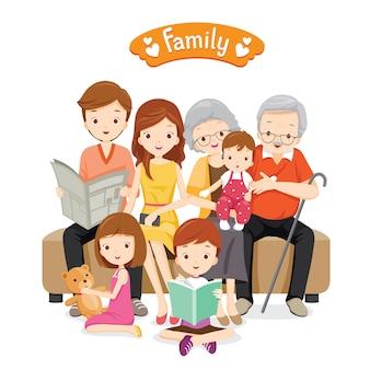 Duża rodzina siedzi na kanapie i podłodze, relaks i szczęście