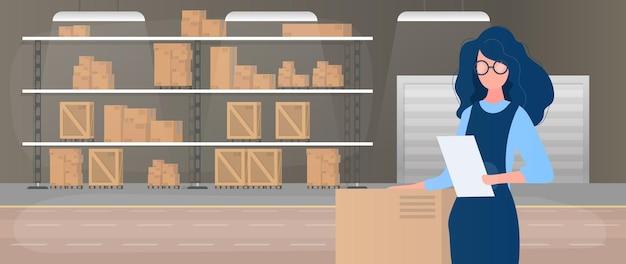 Duży magazyn z szufladami. regał z szufladami i pudełkami. dziewczyna z listą towarów w rękach. kobieta trzyma w ręku fakturę. pudełka kartonowe. .