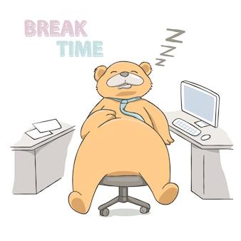 Duży niedźwiadkowy dosypianie na krześle przy pracującym miejscem