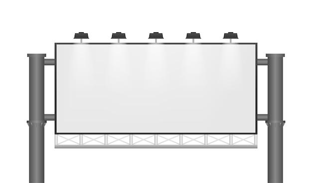 Duży pusty pusty billboard na białym tle