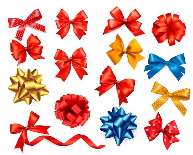 Duży zestaw kolorowych kokardek prezentowych ze wstążkami.