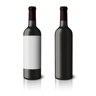 Dwa puste czarne realistyczne butelki do czerwonego wina na białym tle.