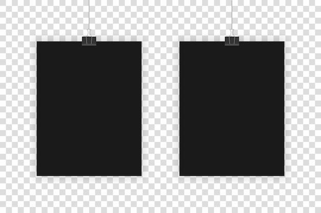 Dwa realistyczne czarne arkusze wiszące na przezroczystym tle.