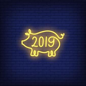 Dwadzieścia dziewiętnaście neon znak z żółtym kształcie świni. Noc jasna reklama.