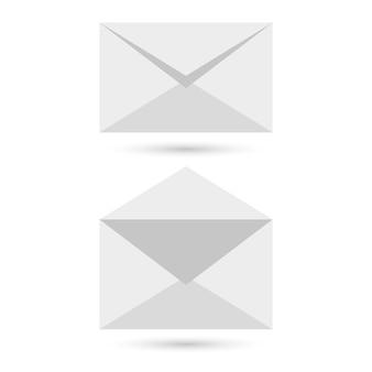 Dwie czyste koperty - otwarte zamknięte, z delikatnymi cieniami, na szarym tle. ilustracja wektorowa. eps10