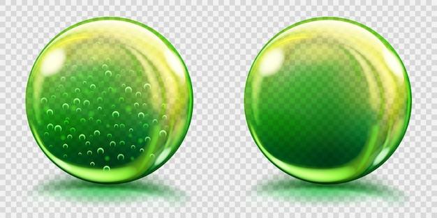 Dwie duże zielone szklane kule z bąbelkami powietrza i bez, z odblaskami i cieniami. przezroczystość tylko w pliku wektorowym