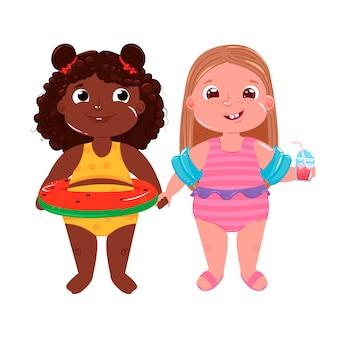 Dwie małe dziewczynki na plaży