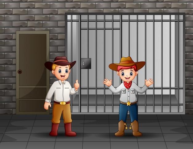 Dwóch mężczyzn pilnujących celi więziennej