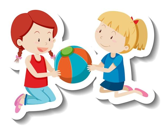 Dwoje dzieci trzymających razem piłkę plażową