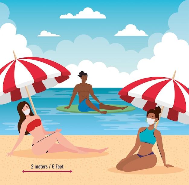 Dystans społeczny na plaży, ludzie zachowują dystans w maskach medycznych, nowa koncepcja normalnej letniej plaży po koronawirusie lub covid 19