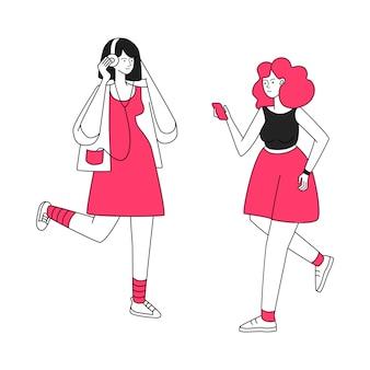 Działające dziewczyny z słuchawkami ilustracyjnymi. aktywny wypoczynek, spacer do muzyki. młode kobiety słucha muzyka, kobiety z słuchawki mieszkania konturu charakterami odizolowywającymi na bielu