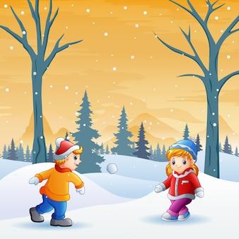 Dzieci bawią się w winter park