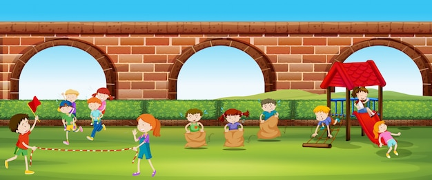 Dzieci bawiące się w gry w parku