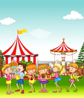Dzieci bawiące się w parku rozrywki