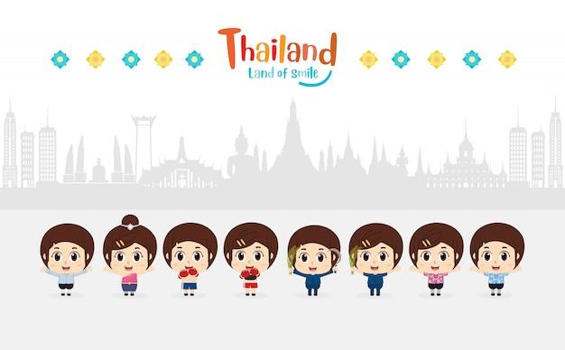 Dzieci bawiące się w tajlandii podróżują. złoty pałac do odwiedzenia w tajlandii