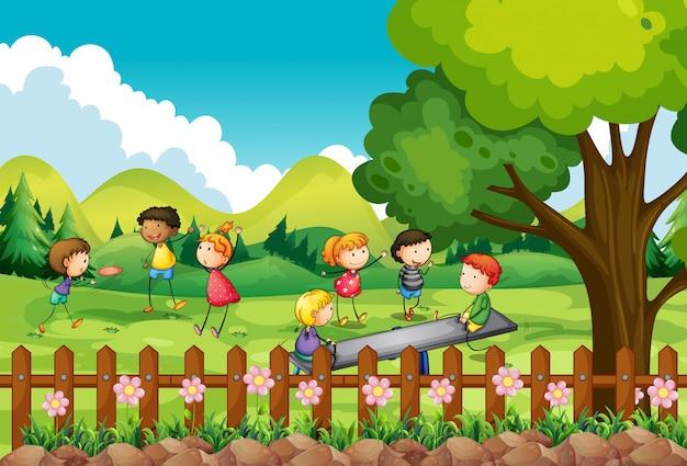 Dzieci bawiące się w terenie