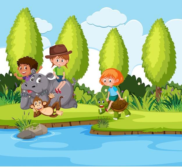 Dzieci bawiące się z natury zwierząt