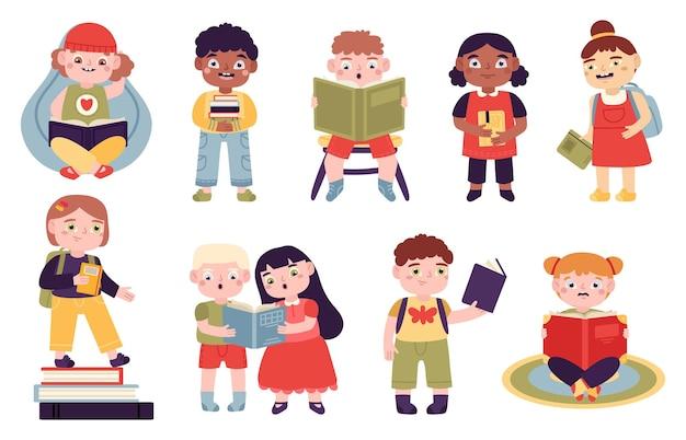 Dzieci czytają książki. czytanie dzieci, chłopców i dziewcząt czyta dla nauki i rozrywki