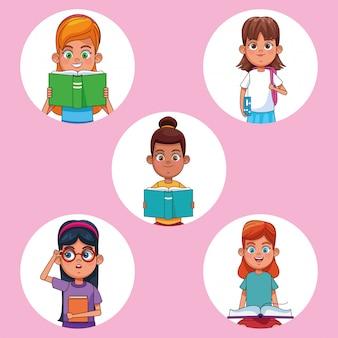 Dzieci czytające książki kreskówki