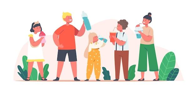 Dzieci do picia czystej wody. małe postacie chłopców i dziewczynek z kubkami i butelkami, ciesząc się świeżym napojem wodnym, zdrowym stylem życia, letnim orzeźwieniem, nawodnieniem ciała. ilustracja wektorowa kreskówka ludzie