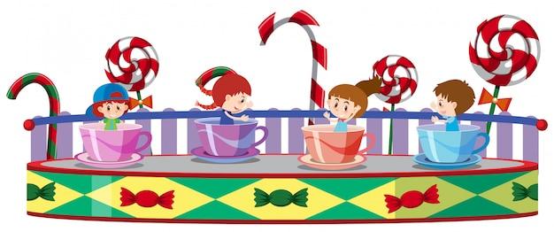 Dzieci jeżdżące na kubkach z kawą w cyrku