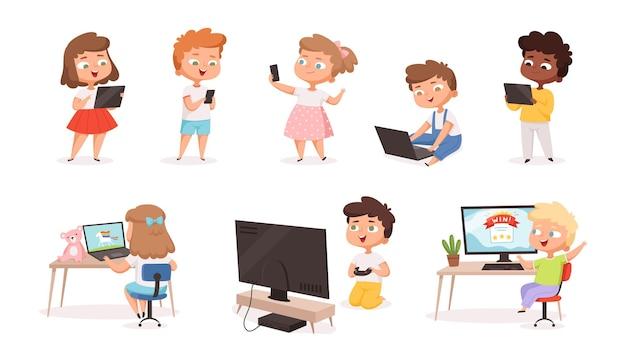 Dzieci korzystające z gadżetów. tablet pc smartphone laptop dla dzieci edukacja procesów przyszłych technologii kształcenia na odległość wektor zestaw. ilustracja laptop i komputer, postacie dzieci z technologią