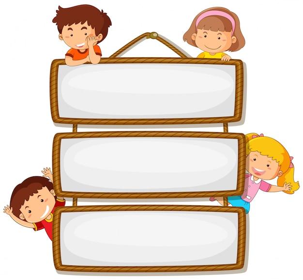 Dzieci na drewnianym sztandarem