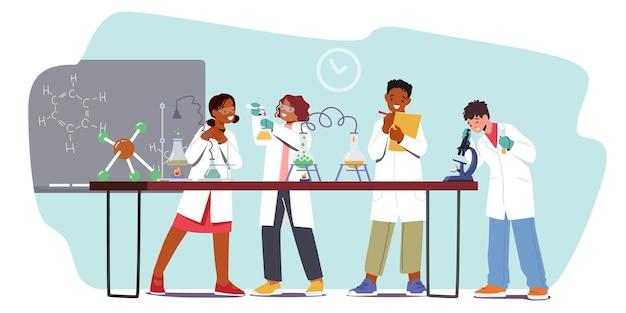 Dzieci pracujące i eksperymentujące w laboratorium rafineryjnym, postacie dzieci uczą się chemii w klasie z probówkami, zlewkami i narzędziami naukowymi, studenci chemii. ilustracja wektorowa kreskówka ludzie