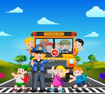 Dzieci przechodzą przez jezdnię, a policja zatrzymuje autobus szkolny i dzieci machają
