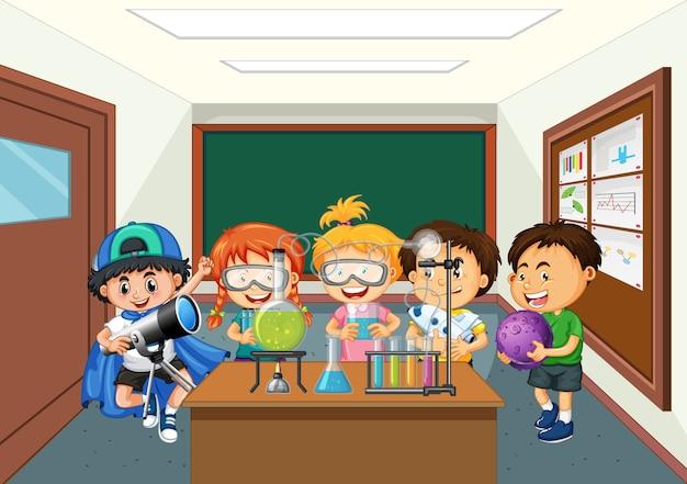 Dzieci robią eksperyment w laboratorium naukowym na scenie w klasie