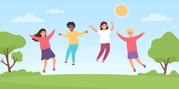 Dzieci skaczą na łące. kreskówka szczęśliwe dzieci chłopcy i dziewczęta bawiące się na zewnątrz. dzieciństwo letnia zabawa w parku. wektor przyjaźni. ilustracja szczęśliwe dziecko skaczące, dzieciństwo na łące latem