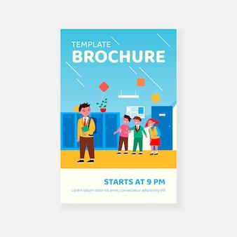 Dzieci śmieją się na płacz chłopca w szablonie broszury szkolnym korytarzu