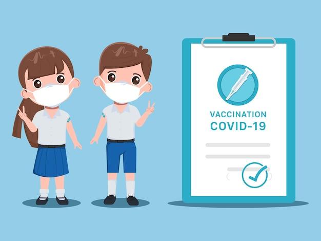 Dzieci uczeń otrzymuje szczepionki z lekarzem, aby chronić się przed wirusami