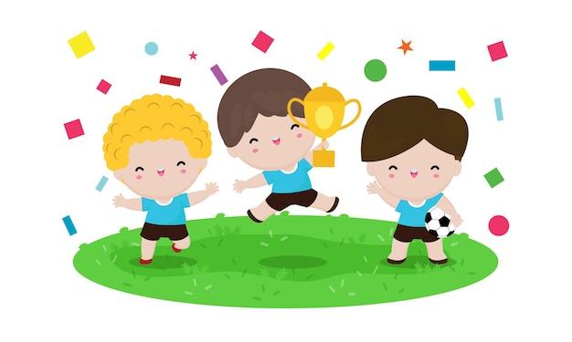 Dzieci w piłce nożnej posiadają złoty puchar. zabawna postać z kreskówki