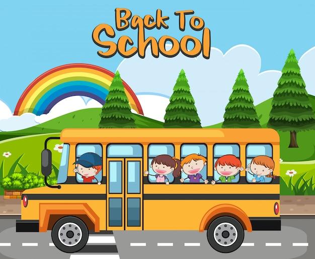 Dzieci w szkolnym autobusie powrót do szkoły