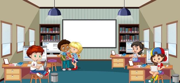 Dzieci w wieku szkolnym na scenie w klasie