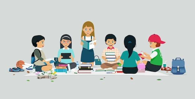 Dzieci w wieku szkolnym siedzi i czyta książki z szarym tłem