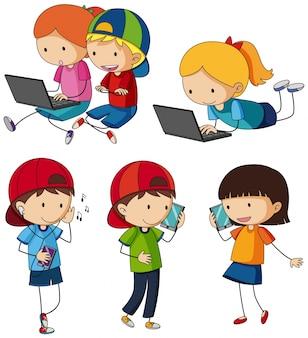 Dzieci wykonują różne czynności za pomocą urządzeń rozrywkowych