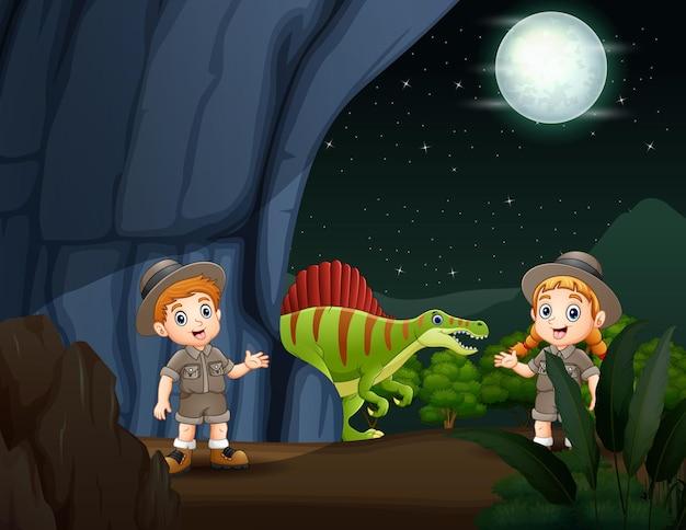 Dzieci z safari na ilustracji jaskini