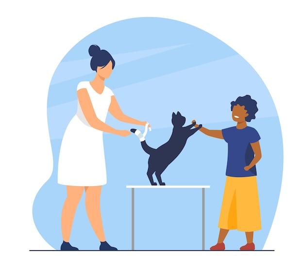 Dzieciak odwiedzający gabinet weterynaryjny z kotem. uraz, leczenie, badanie zwierzaka. ilustracja kreskówka