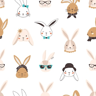 Dziecinny wzór z śmieszne twarze królika na białym tle