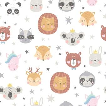 Dziecinny wzór z zabawnymi twarzami zwierząt.